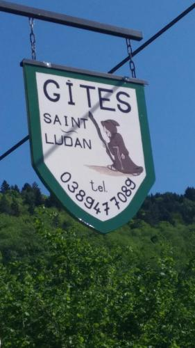 Gîte Saint Ludan : Guest accommodation near Maisonsgoutte