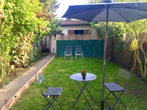 Maisonnette avec jardinet : Guest accommodation near Livry-Gargan