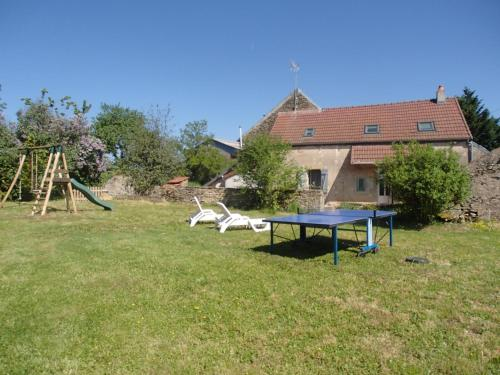 Fermette Bourguignonne : Guest accommodation near Saint-Germain-lès-Senailly