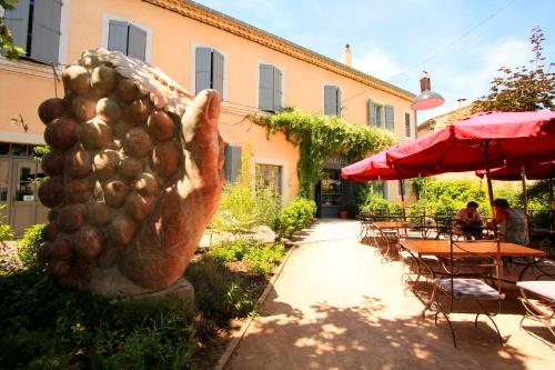 Hotel Restaurant La Marbrerie : Hotel near Laure-Minervois