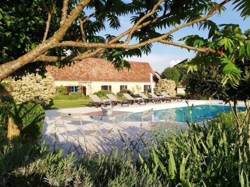 La Ferme De L Embellie : Guest accommodation near Lalinde