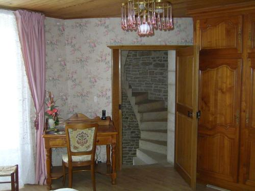 Le Puits Fortifié : Bed and Breakfast near Arbot