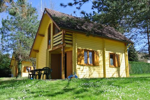 Camping du Breuil : Guest accommodation near Mercy