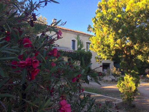 le mas de la bohéme : Guest accommodation near Bellegarde