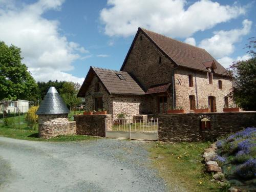 La ferme de la Baconnerie : Guest accommodation near Castilly
