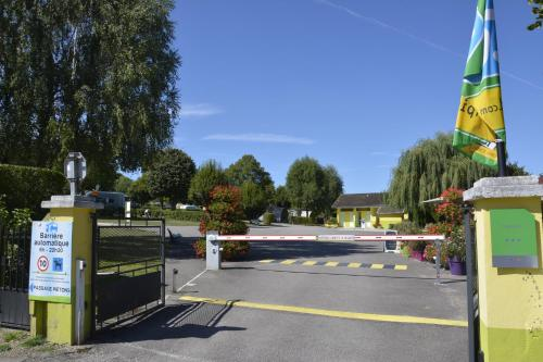 Camping Montmorency : Guest accommodation near Laferté-sur-Amance