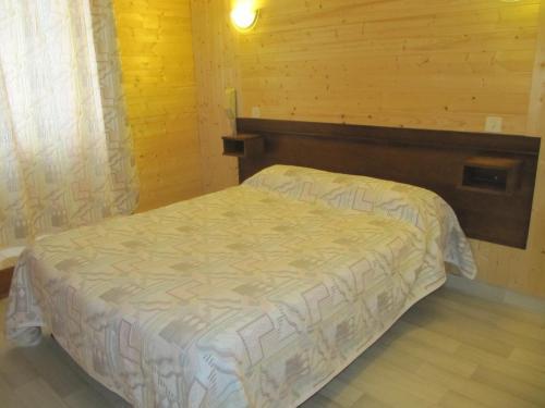 Logis Hotel Des Rochers : Hotel near Antrenas