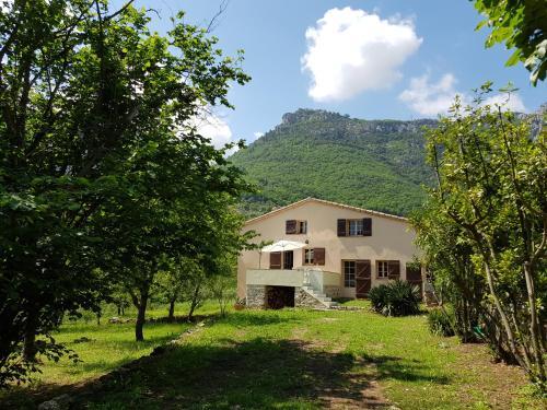 Maison au calme proche mer montagne : Guest accommodation near Cipières