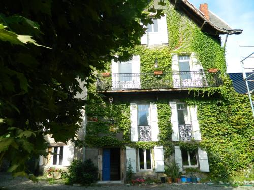 villa clémence 31 : Bed and Breakfast near Izaourt