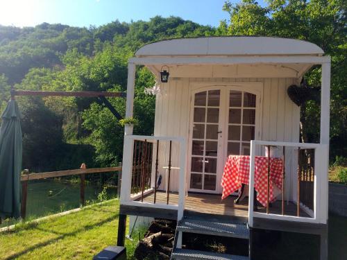 Roulottes/pipowagen 2/3 personen : Guest accommodation near Lachapelle-Auzac