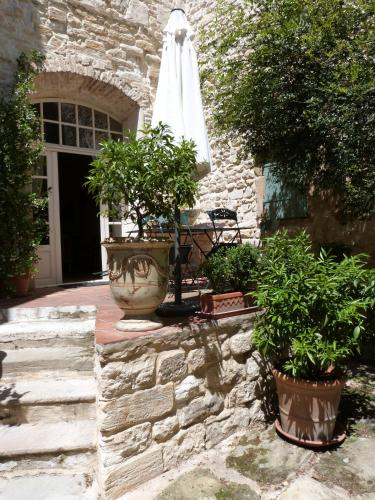 Maison D'Hôtes Les Remparts : Bed and Breakfast near Castelnau-Valence