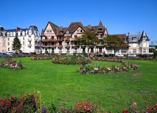Résidence Odalys Le Domaine des Dunettes : Guest accommodation near Périers-en-Auge