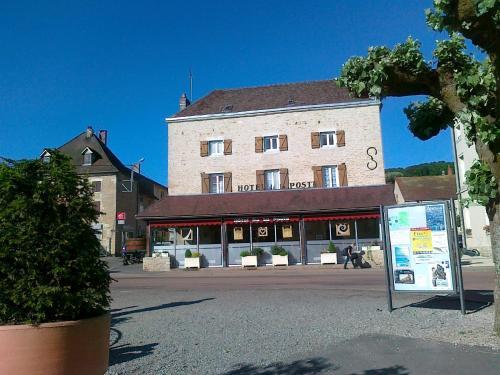 Hôtel de la Poste : Hotel near Thenissey