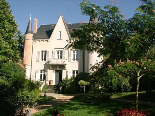 Au Fond de la Cour : Bed and Breakfast near Corent