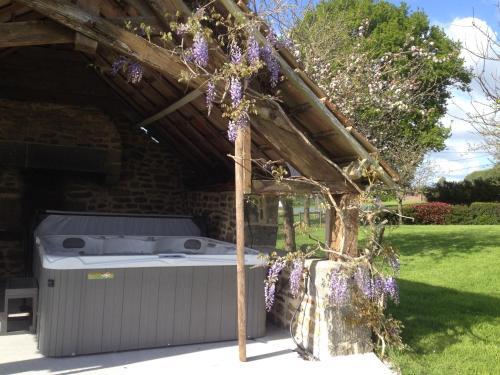 Julien : Guest accommodation near Saint-Pois