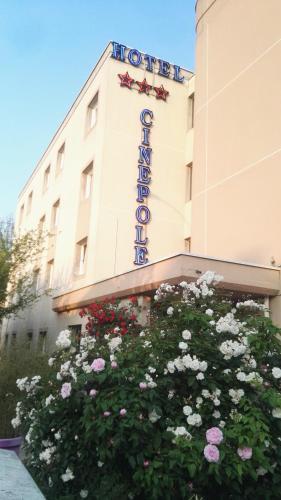 Hôtel Cinepole : Hotel near Champigny-sur-Marne