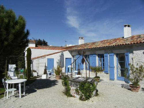 Villa Les Mathes 1 : Guest accommodation near Chaillevette