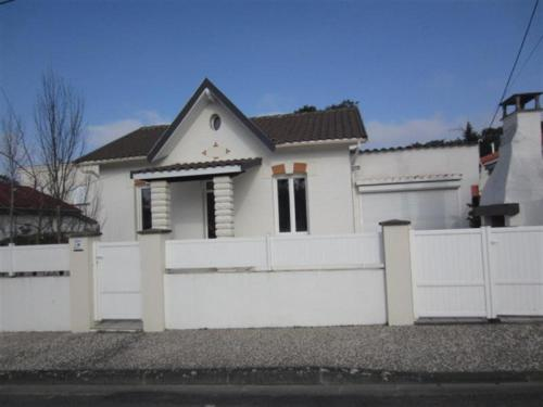 Rental Villa Parc De Vallieres : Guest accommodation near Semussac