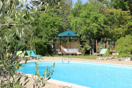 Sombra y sol : Guest accommodation near Pernes-les-Fontaines