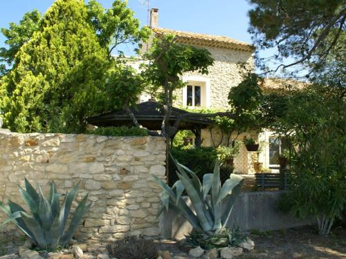 Maison De Vacances - Piolenc 4 : Guest accommodation near Mornas