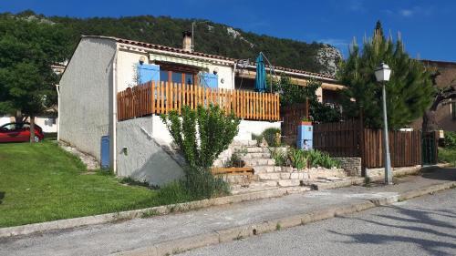 Maison de Village Gorges du Verdon : Guest accommodation near La Palud-sur-Verdon
