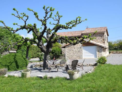 Maison de vacances - Saint Etienne De Fontbellon 2 : Guest accommodation near Saint-Étienne-de-Fontbellon