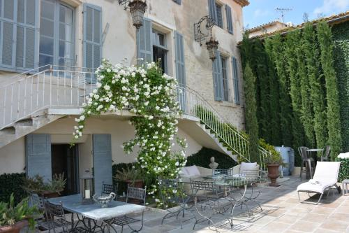 Le Petit Chateau : Bed and Breakfast near Jonquerettes