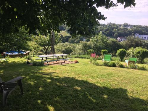 Maison La Roche Gite : Guest accommodation near Saint-Laurent-de-Jourdes