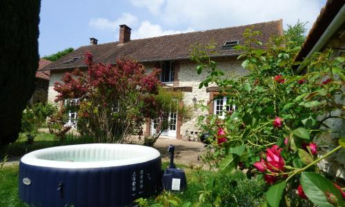 L'étable givernoise : Bed and Breakfast near Bray-et-Lû