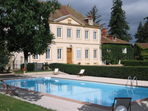 Domaine du Château de Marchangy : Guest accommodation near Chambilly