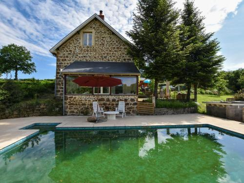 Holiday home Virlet : Guest accommodation near Saint-Éloy-les-Mines