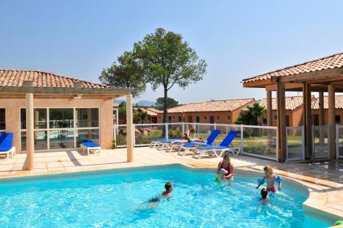 Résidence Goélia Le Village Azur : Guest accommodation near Puget-sur-Argens