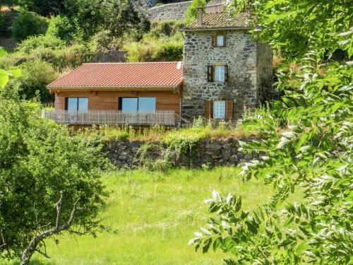 Maison De Vacances - Saint Privat Dallier : Guest accommodation near Julianges