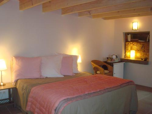 Chambre d'hôtes Les Plaisances : Bed and Breakfast near Frontenas