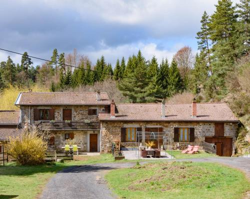 Moulin des Comtes : Bed and Breakfast near Boisset-Saint-Priest