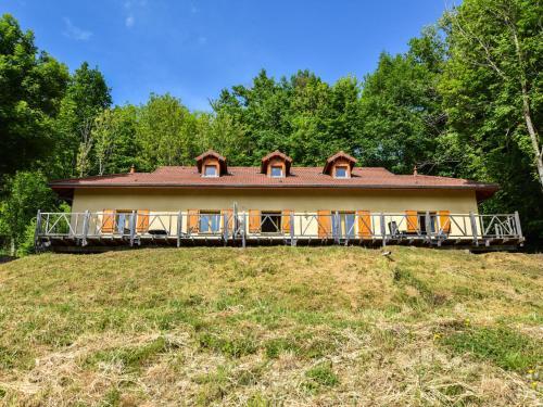Maisons de Vacance - Auvergne 1 : Guest accommodation near Lavoine