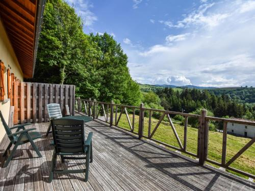 Maisons de Vacance - Auvergne 3 : Guest accommodation near Saint-Victor-Montvianeix