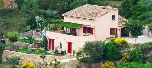 B&B L'Estuve provencale : Bed and Breakfast near Montferrat