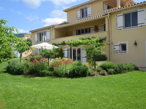 Près Du Ventoux : Apartment near Savoillan