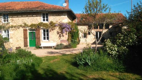 Les Trois Chenes : Bed and Breakfast near Lésignac-Durand