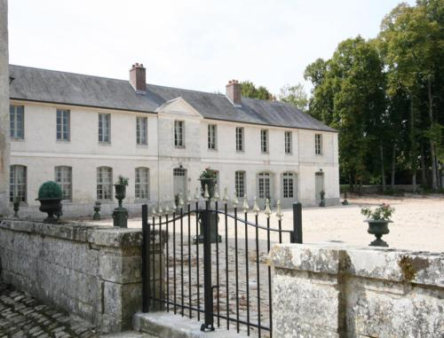 Château de Maudetour : Bed and Breakfast near Guerville
