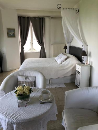 Chambre d'hotes Romance : Bed and Breakfast near Villemareuil