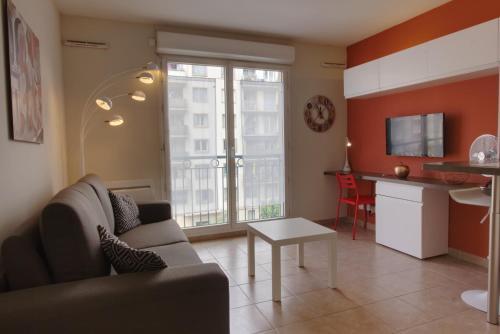 Studio Grand Palais : Apartment near Saint-André-de-la-Roche