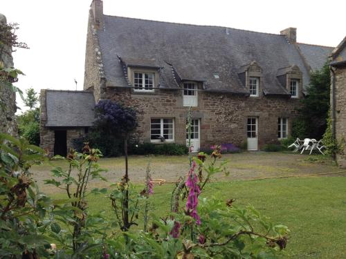 Lieu dit Bienlivien : Bed and Breakfast near Saint-Coulomb