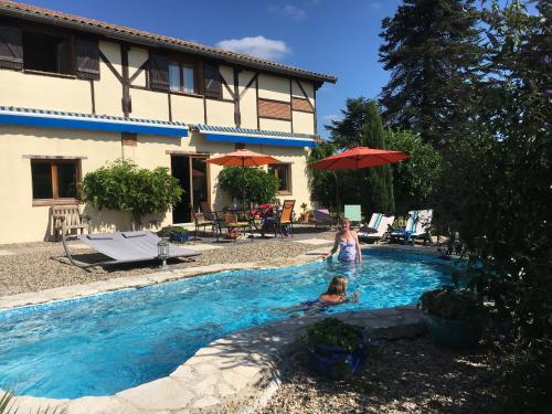 Gite Les Pignons : Guest accommodation near Saint-Martin-de-Lerm