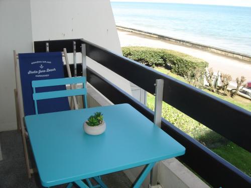 Duplex Croisette Juno Beach : Apartment near Saint-Aubin-sur-Mer