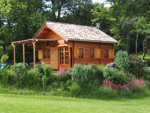 Chalets du Bois de Vache : Guest accommodation near Rochefourchat