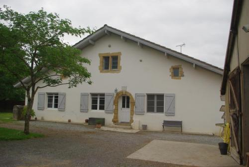 Les Ecuries du SEQUE : Bed and Breakfast near Lahonce