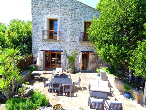 Atout Pézenas : Bed and Breakfast near Aumes