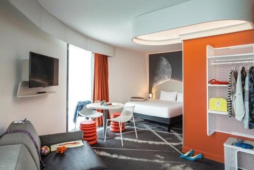 ibis Styles Paris Charles de Gaulle Airport : Hotel near Louvres